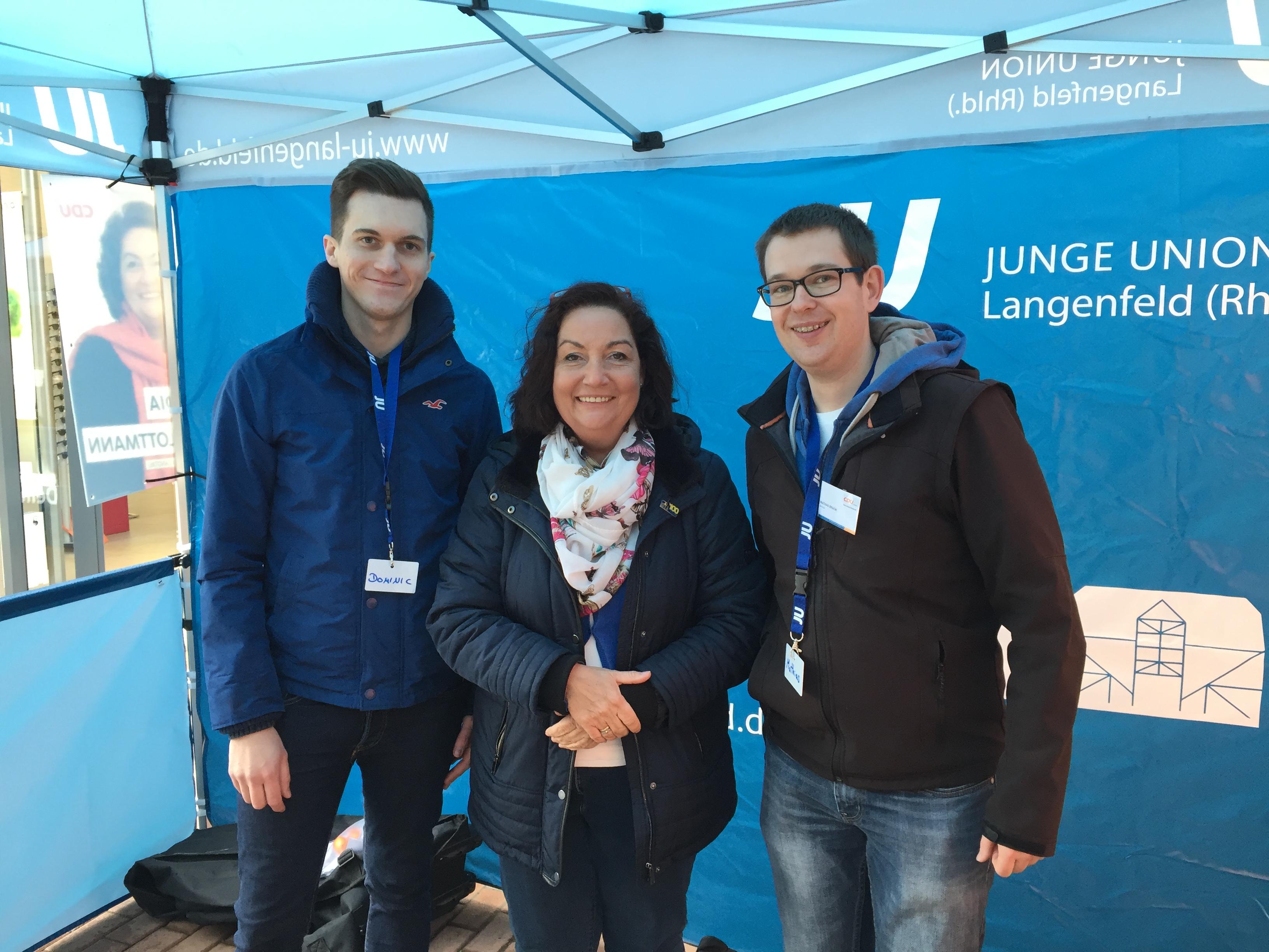 Kurz notiert: Erfolgreiche Ostereierverteilaktion der JU Langenfeld und der CDU Immigrath