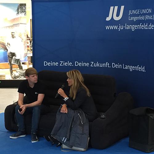 Junge Union: Michaela Noll auf dem blauen Sofa im Marktkarree